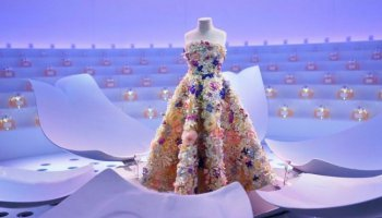 Le Théâtre Dior – Μια έκθεση μόδας, ταξίδι στην ιστορία Dior